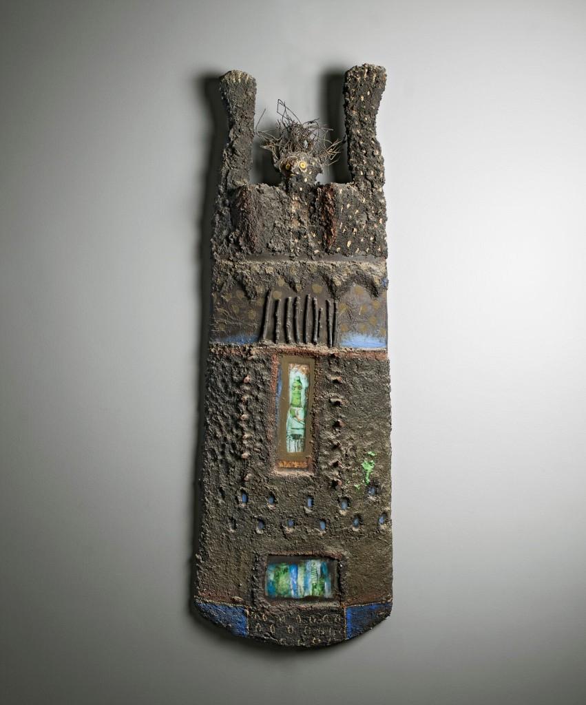 Totem I, 2000 Bois, métal, verre, pigments et matières composites  © Archives Musée Dapper – Photo Aurélie Leveau.