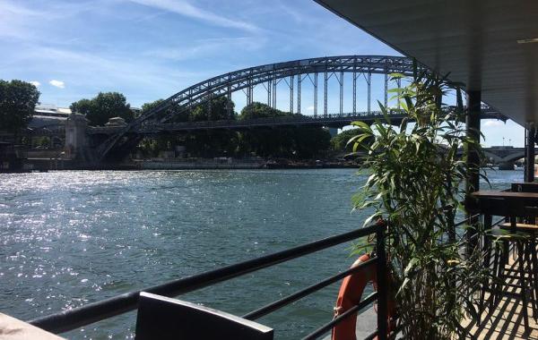 La Démesure sur Seine: 900m² de terrasse à ciel ouvert au bord de l'eau