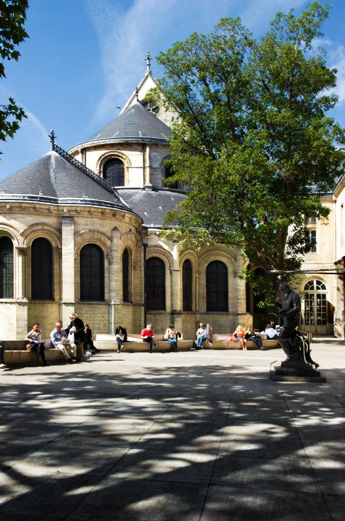 Parvis du Musée des arts et métiers © Dircom Cnam / Photo P. Haïm