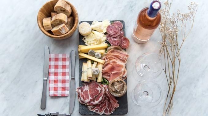 4 bons bars à vins où déguster une belle planche