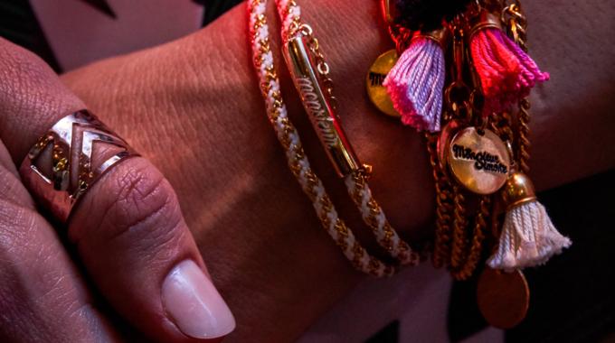 Monsieur Simone, des bijoux faits-main colorés et sensuels
