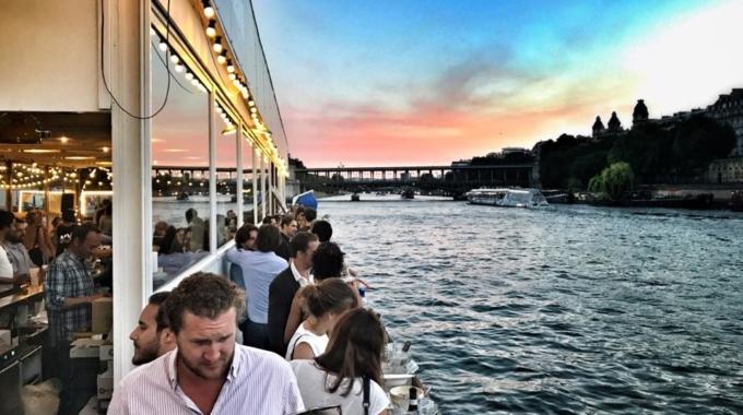 Le Bal de la Marine ouvre sa terrasse aux pieds de la Tour Eiffel