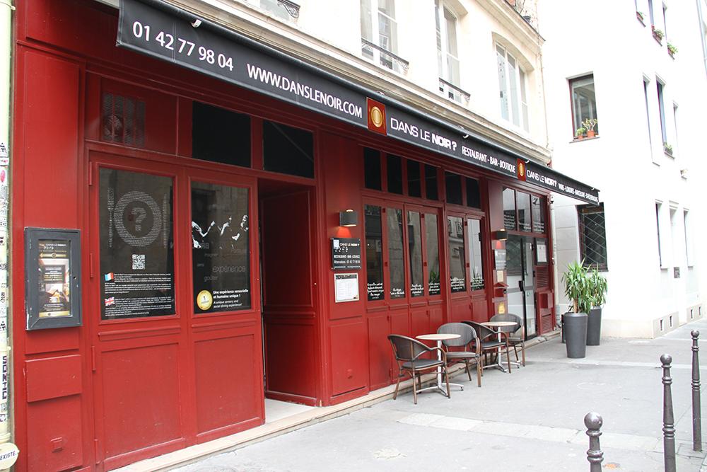 Dans le Noir ? : une dégustation à l'aveugle dans un restaurant plongé dans l'obscurité