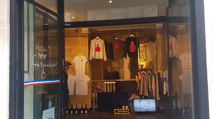 PTIT CON : des vêtements irrévérencieux au Pop Up Store La Grande Crémerie de Paris