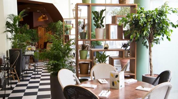 Place Gustave : la brasserie au bar à champagne mobile