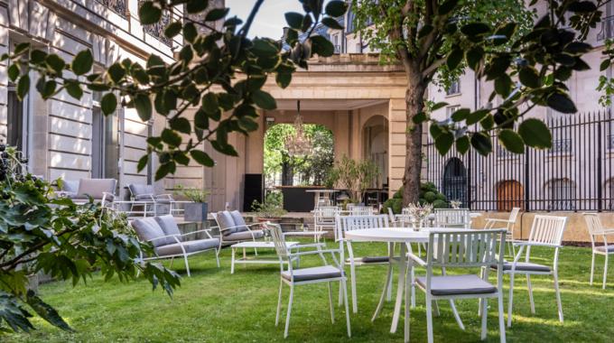 Le jardin B Bar, terrasse verdoyante cachée au coeur du triangle d'or