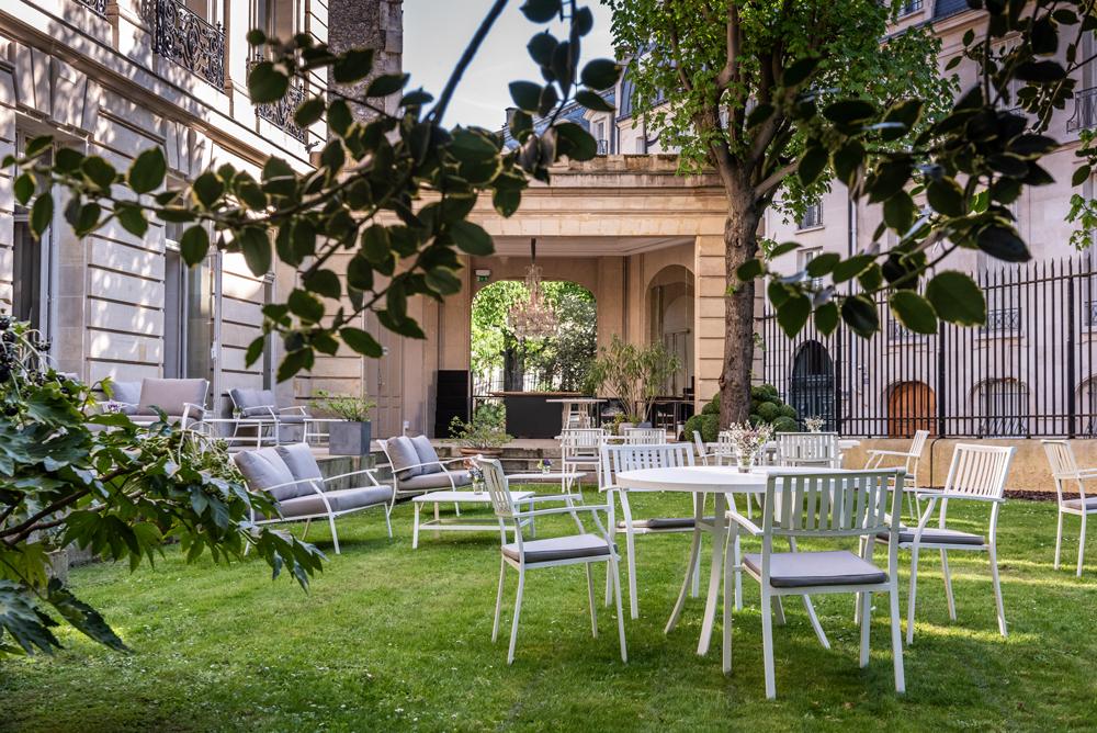 Le Jardin B Bar Terrasse Verdoyante Cachée Au Coeur Du