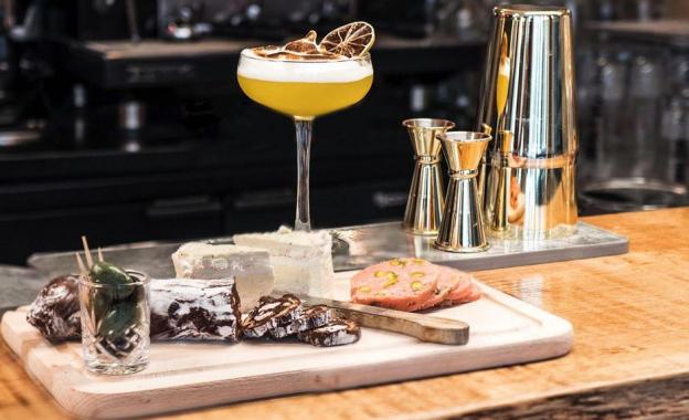 Privé de dessert ouvre son bar à desserts aux Batignolles