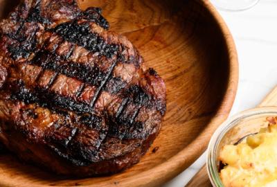LOMBEM, le restaurant pour amateurs de viandes grillées au feu de bois